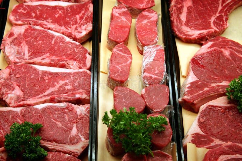 Carne de vaca en una carnicería imágenes de archivo libres de regalías