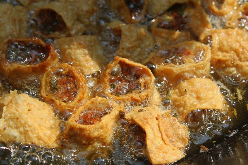 Carne del pacchetto del tofu ed alimento fritti della cipolla, stati fotografia stock