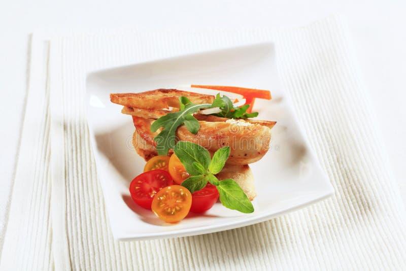 Carne del pollo y pan curruscante fotos de archivo