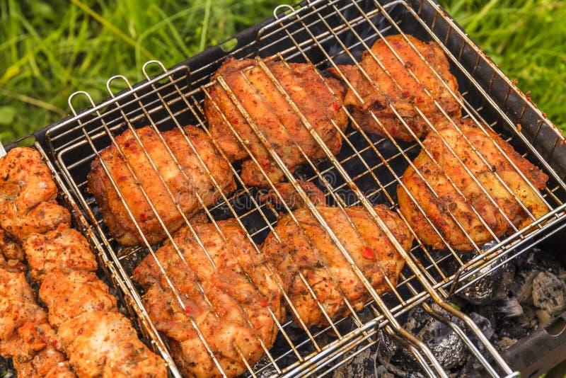 Carne deliciosa na grade barbecue imagens de stock royalty free