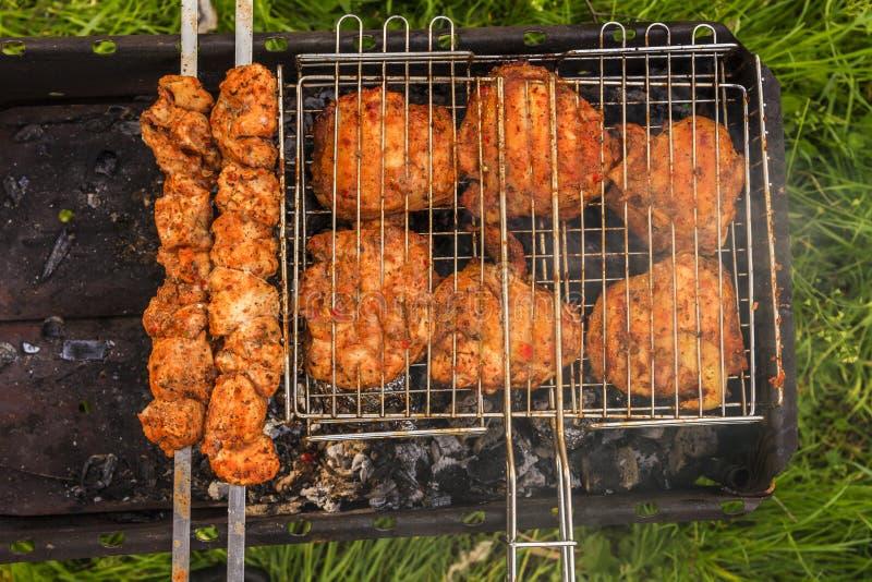 Carne deliciosa na grade barbecue foto de stock royalty free