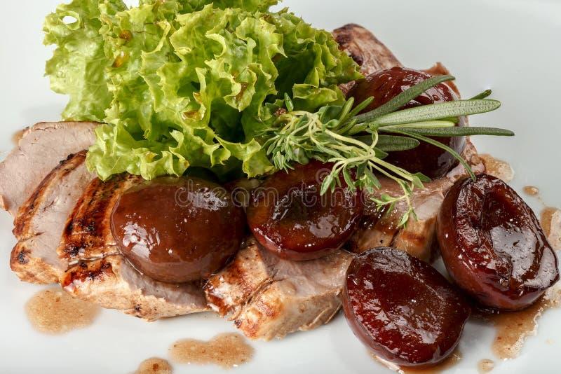 Carne di maiale al forno con le prugne fotografia stock