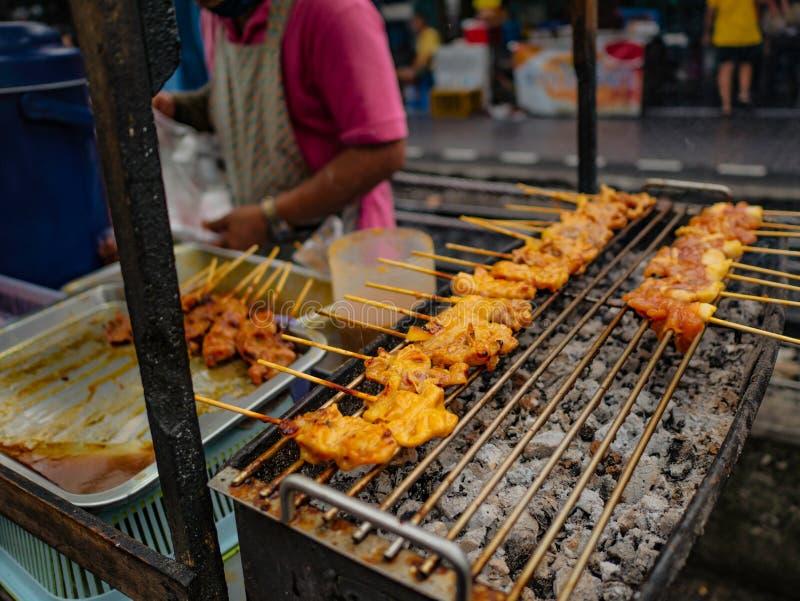 Carne di maiale arrostita dell'alimento della via della Tailandia immagini stock libere da diritti