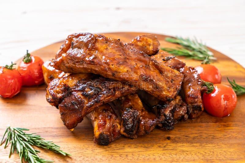 carne di maiale arrostita delle costole del barbecue fotografia stock libera da diritti