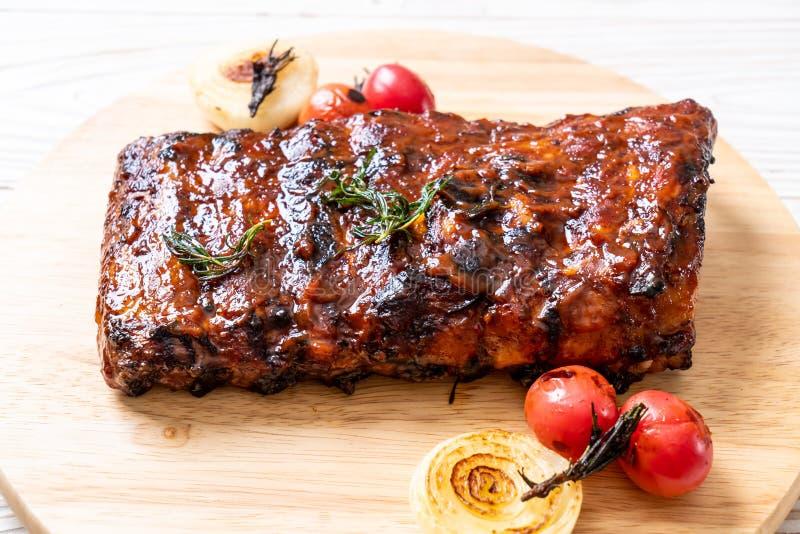carne di maiale arrostita delle costole del barbecue fotografia stock