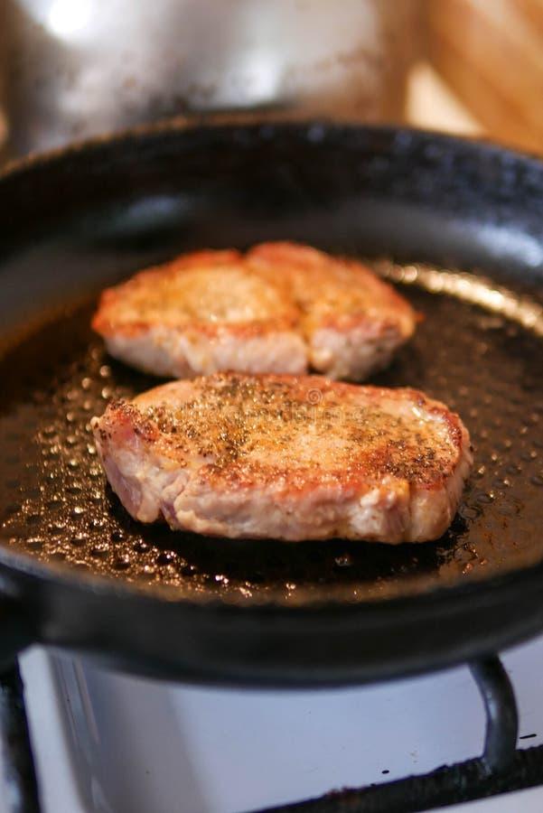 Carne di maiale arrostita sulla pentola immagini stock