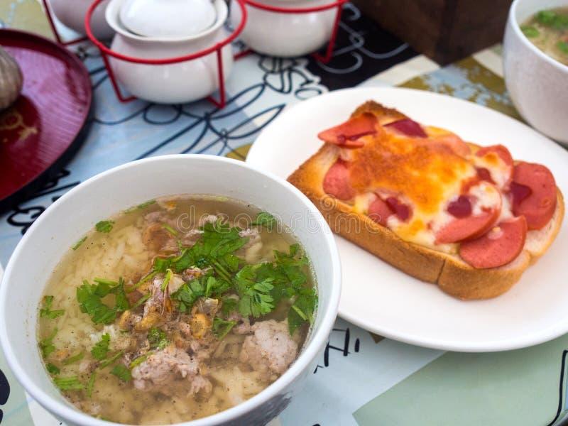 Carne di maiale bollita del riso per la prima colazione di mattina fotografia stock