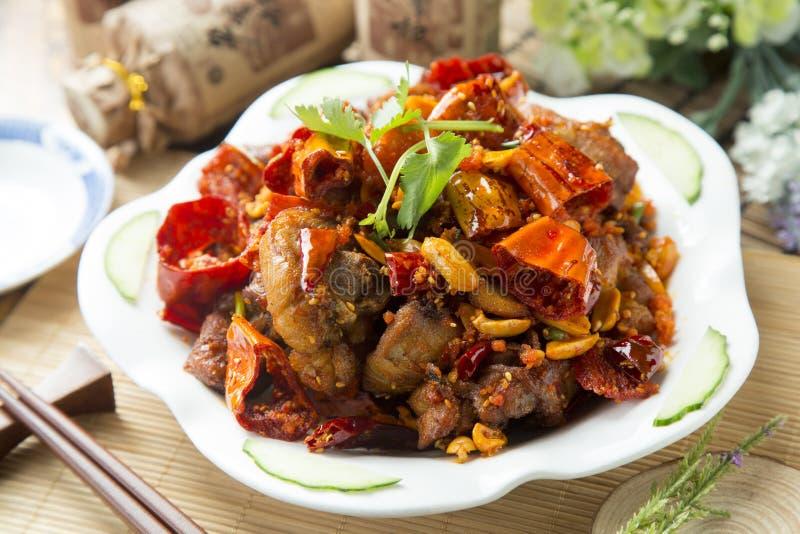 Carne di maiale brasata cinese piccante sul piatto bianco fotografia stock