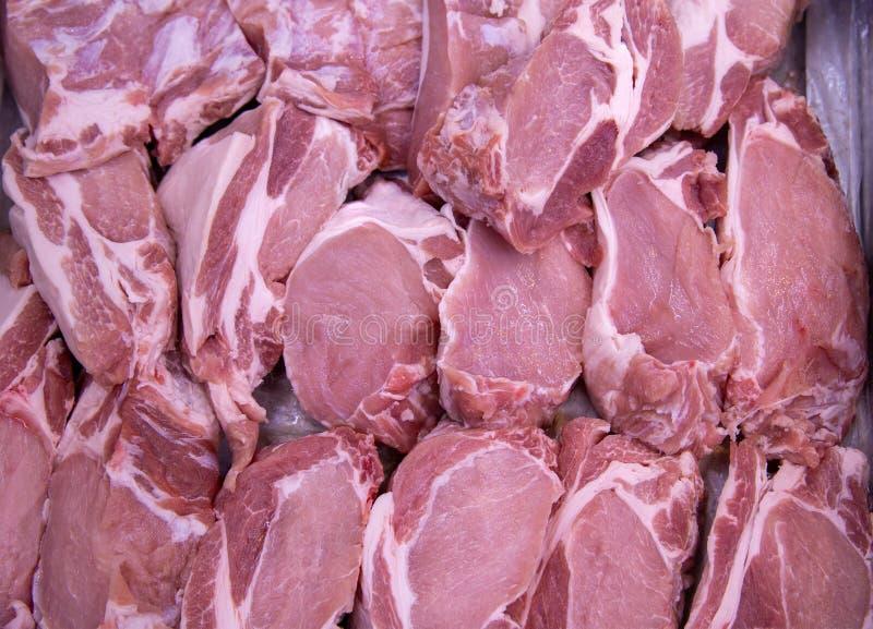 Carne di maiale cruda al mercato per fondo Carne fresca per cucinare , squisitezze della carne , carne di maiale sul mercato fotografia stock