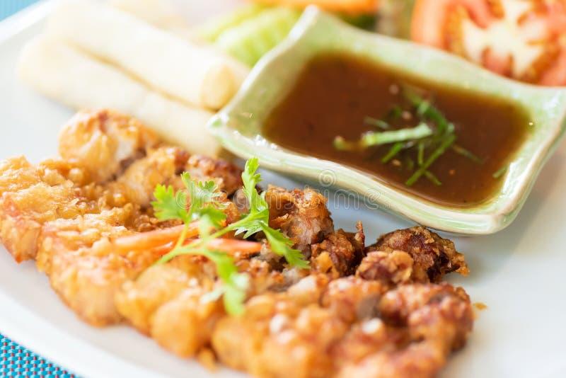 Carne di maiale fritta e salsa piccante immagine stock libera da diritti