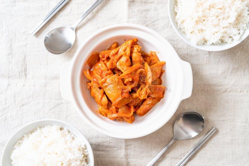 Carne di maiale in padella con il kimchi immagini stock
