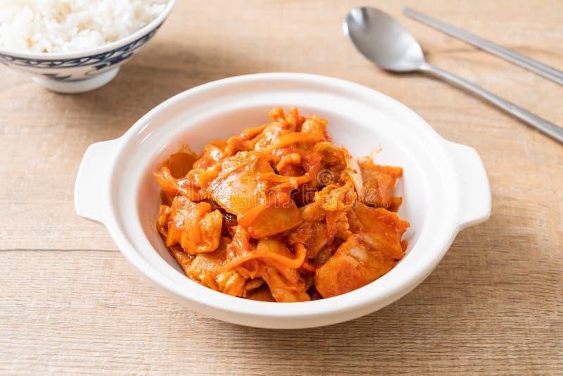 Carne di maiale in padella con il kimchi fotografie stock