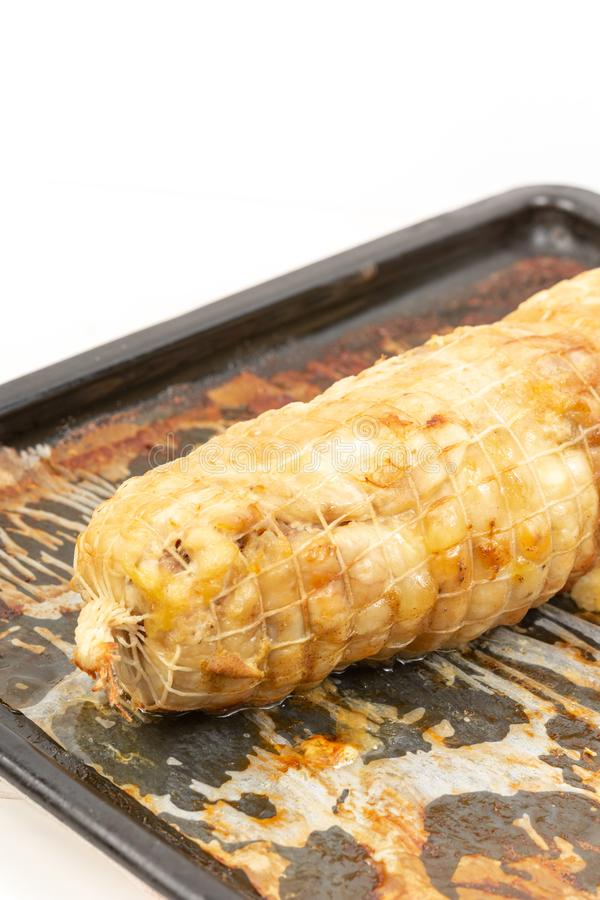 Carne di pollo al forno su Tray Isolated White Background bollente immagine stock libera da diritti
