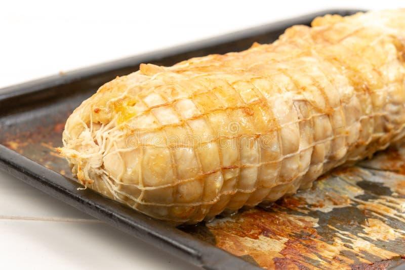 Carne di pollo al forno su Tray Isolated White Background bollente fotografie stock libere da diritti