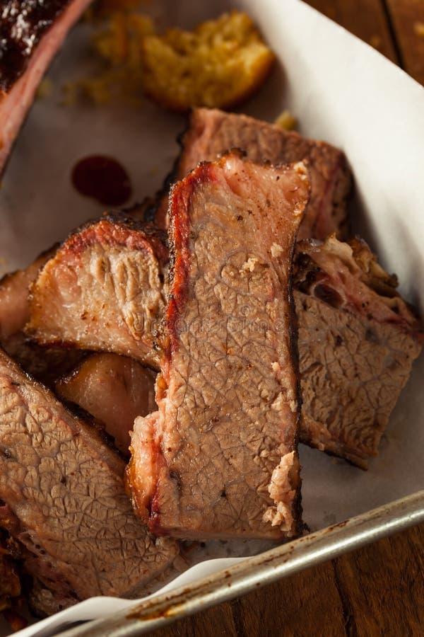 Carne do peito de carne fumado caseiro do assado fotografia de stock royalty free