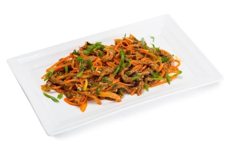 Carne e carote piccanti del manzo dell'insalata heh fotografia stock libera da diritti