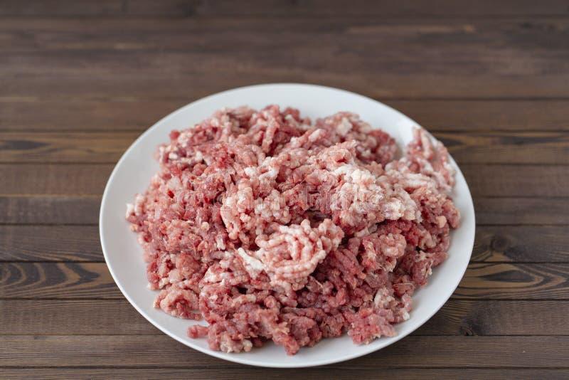 Carne e carne de porco trituradas cruas frescas fotos de stock