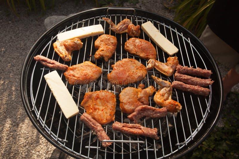 Carne e formaggio sul BBQ fotografia stock libera da diritti