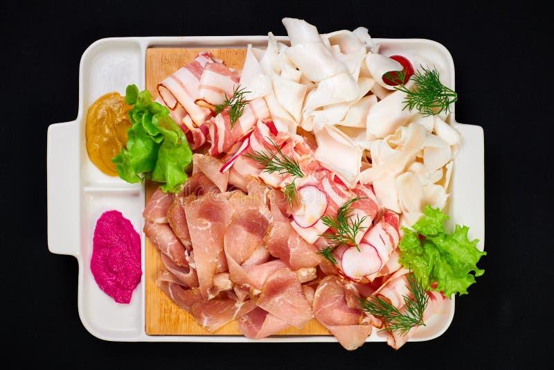 Carne e para ajustar-se sowbelly bar, restaurante, conceito do alimento da barra os aperitivos da carne ajustados com carne, sowb foto de stock