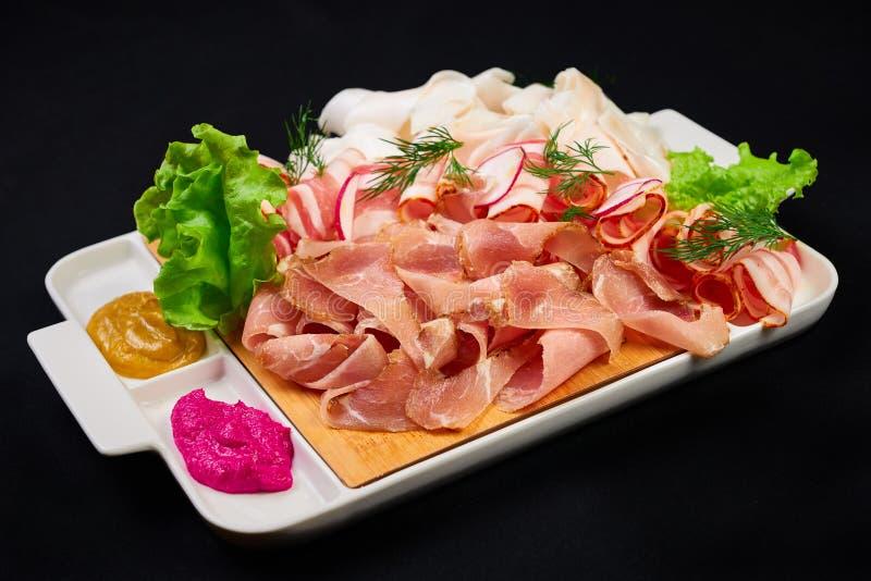 Carne e para ajustar-se sowbelly bar, restaurante, conceito do alimento da barra os aperitivos da carne ajustados com carne, sowb imagens de stock
