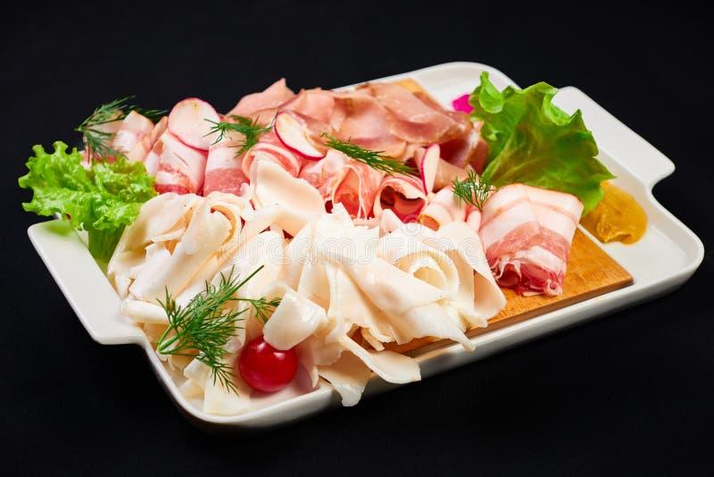 Carne e para ajustar-se sowbelly bar, restaurante, conceito do alimento da barra os aperitivos da carne ajustados com carne, sowb imagem de stock