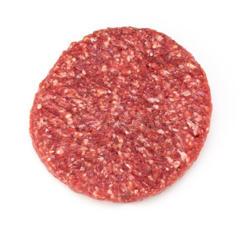 Carne fresca cruda dell'hamburger isolata su bianco immagini stock libere da diritti