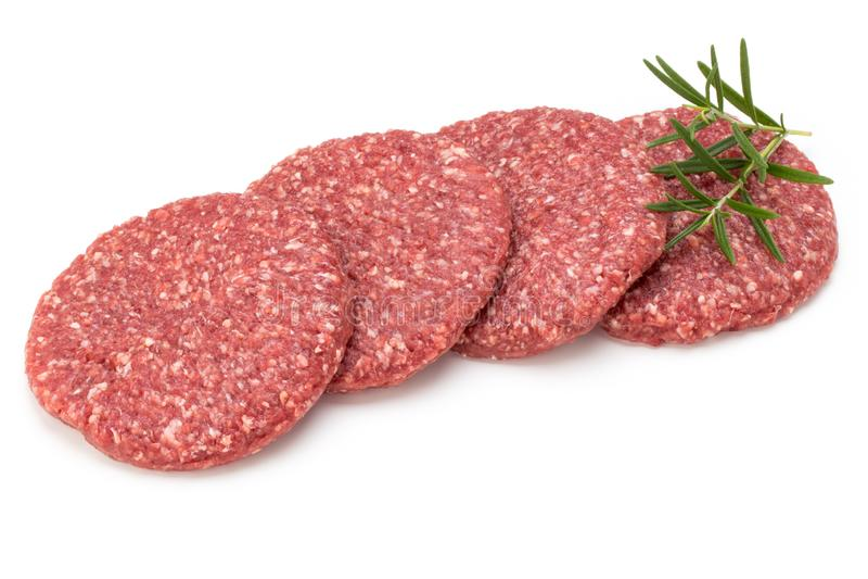 Carne fresca cruda dell'hamburger isolata su bianco immagini stock