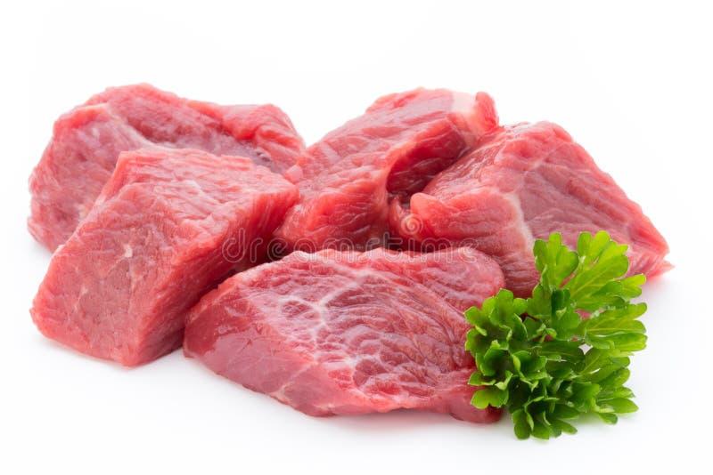 Carne fresca sulla fetta sui precedenti bianchi fotografia stock libera da diritti