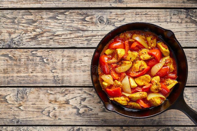 Carne fritta piccante del curry indiano tradizionale dietetico della cultura di jalfrezi del pollo immagine stock libera da diritti