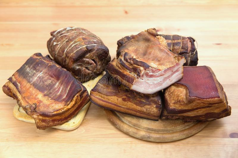 Carne fumada tradicionalmente, presunto, salsicha, bacon imagens de stock royalty free