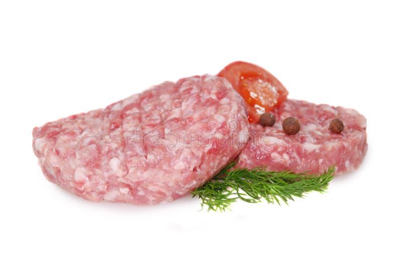 Carne grezza fresca due hamburger isolati contro fondo bianco fotografie stock
