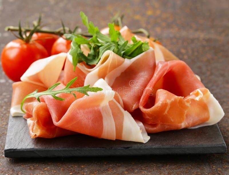 Carne italiana tradicional del jamón de Parma (jamon) imagenes de archivo
