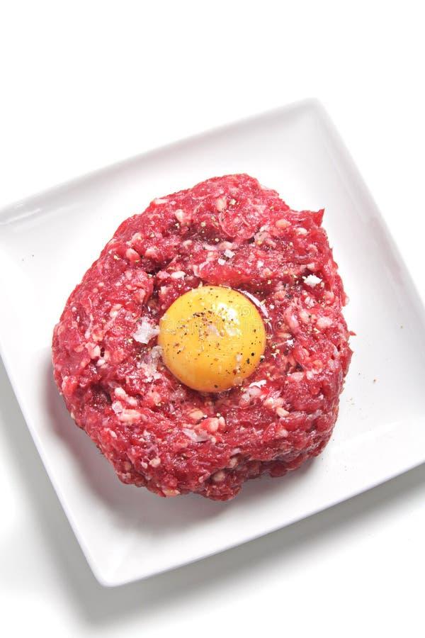 Carne a la tártara imagenes de archivo
