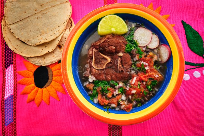 Carne mexicana com frijoles e tortilhas fotos de stock