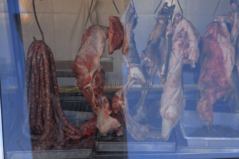 Carne na exposição no açougue imagem de stock royalty free