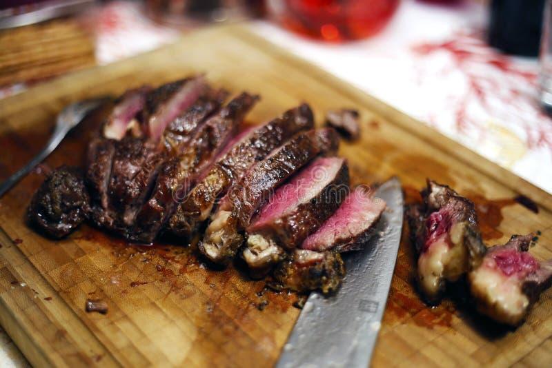 Carne no jantar do firefor fotos de stock royalty free