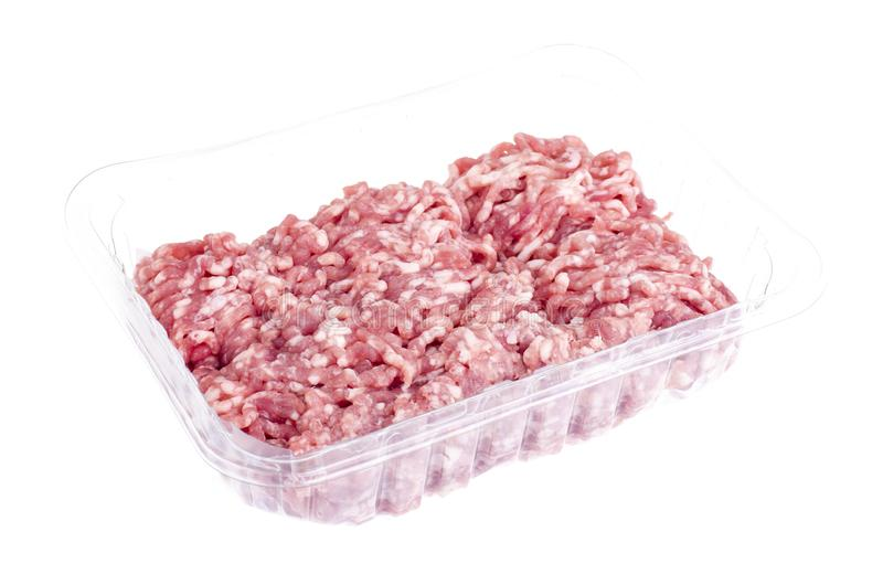 Carne picadita cruda en envase de plástico imagen de archivo libre de regalías