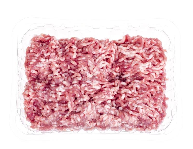 Carne picadita cruda en envase de plástico imagen de archivo