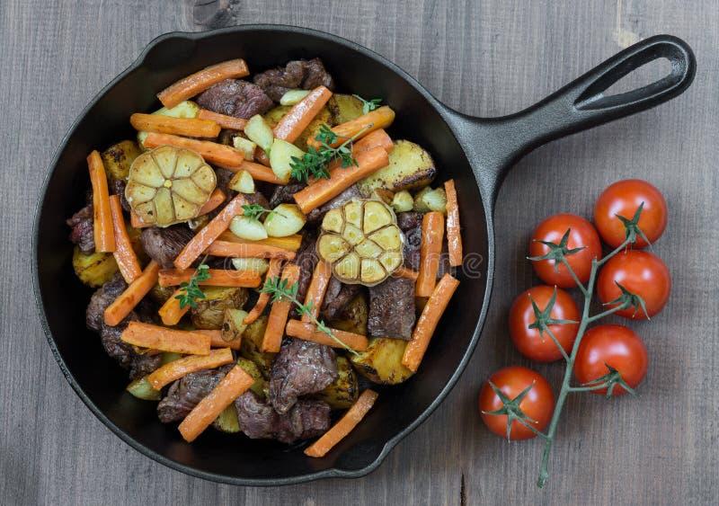 Carne Roasted com vegetais imagens de stock royalty free