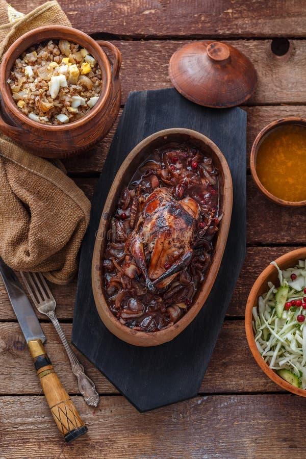 Carne Roasted de Hazel Grouse com papa de aveia do buckweat e molho de arando imagem de stock