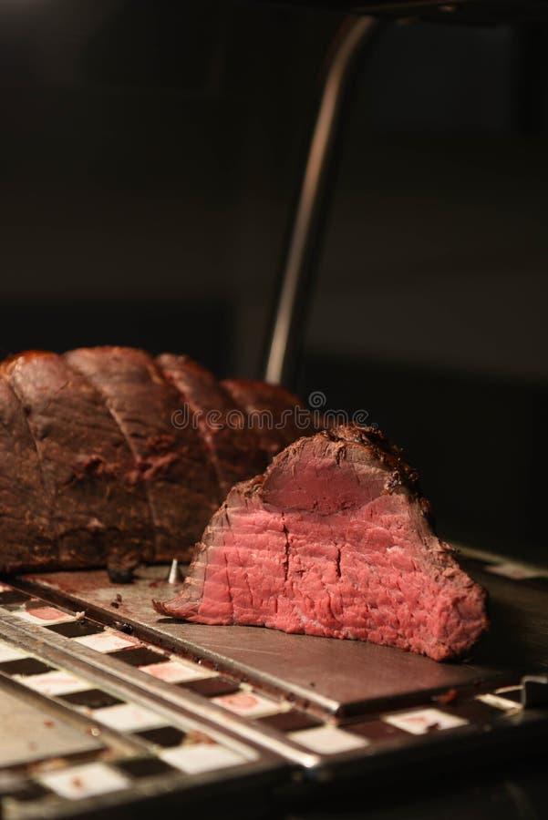 Carne suculento do assado da carne cor-de-rosa macia cinzelada e de uma junção inteira fotografia de stock