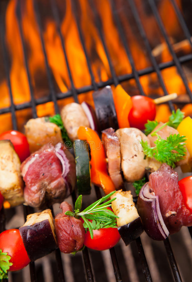 Carne sulla griglia fotografie stock