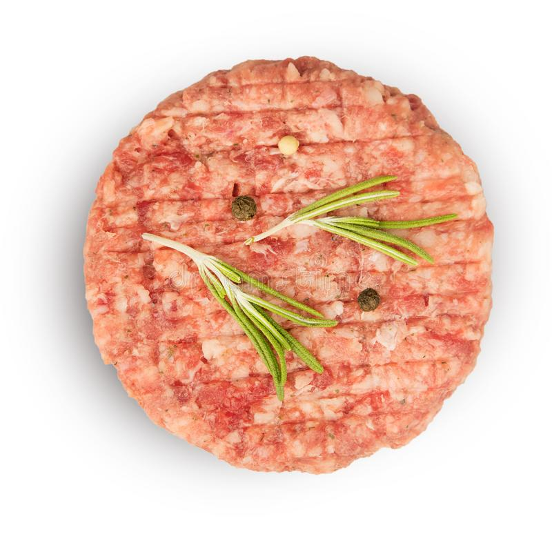 Carne tritata cruda con gli ingredienti per cucinare immagini stock libere da diritti