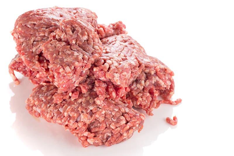 Carne tritata cruda isolata immagini stock
