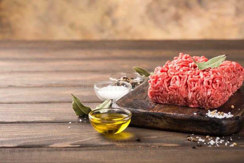 Carne tritata del manzo crudo fresco immagine stock
