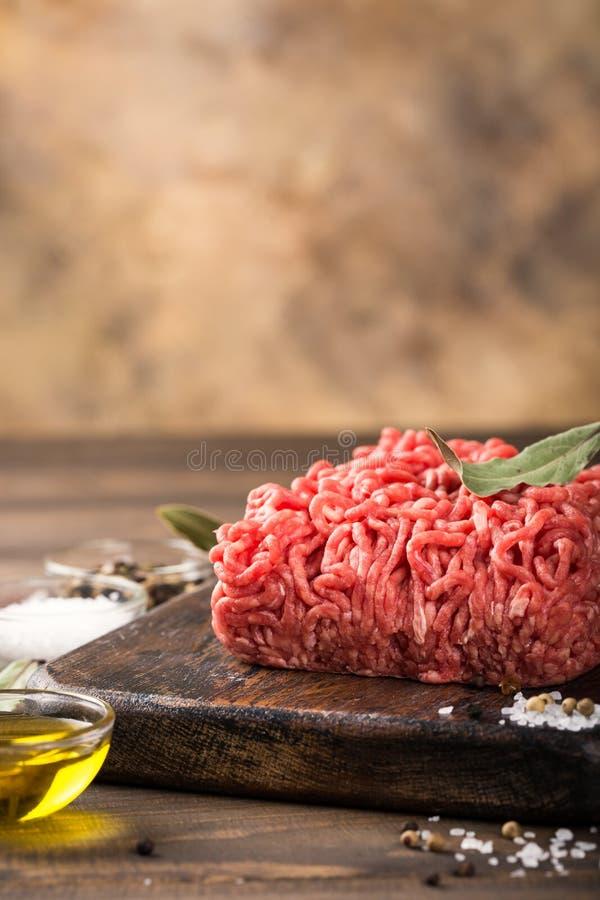 Carne tritata del manzo crudo fresco fotografia stock