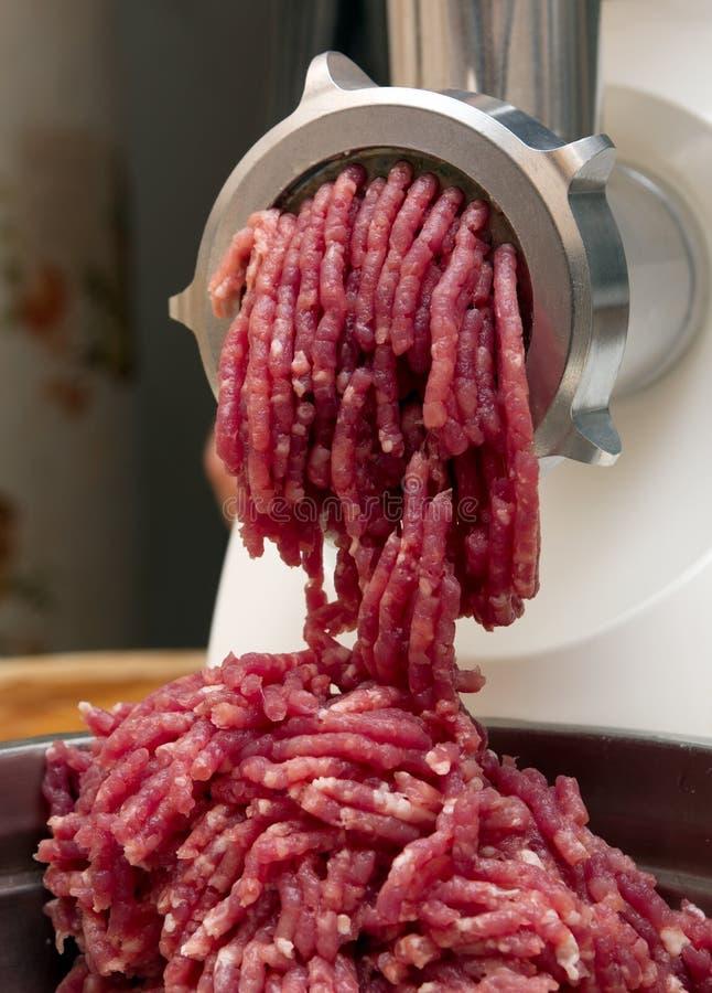 Carne triturada no moedor imagens de stock royalty free