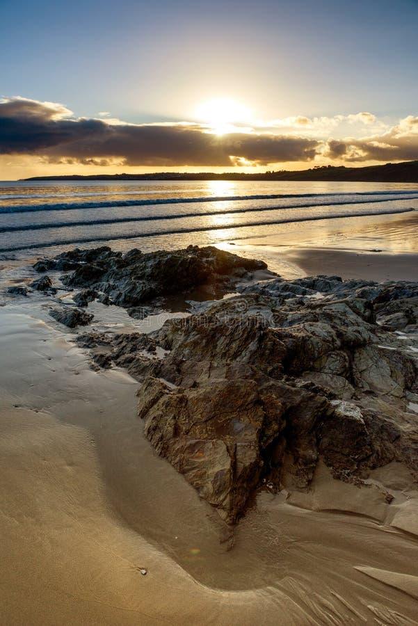 Carne Wyrzucać na brzeg, Cornwall - strzelający w słońce zdjęcia royalty free