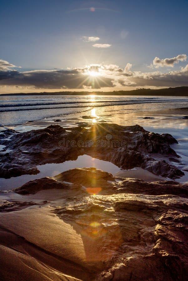 Carne Wyrzucać na brzeg, Cornwall - strzelający w słońce fotografia stock