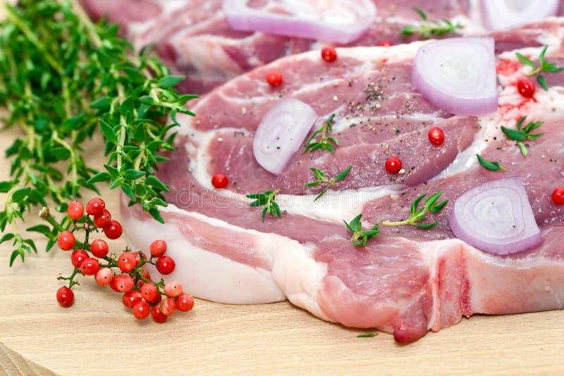 Carne y condimento sin procesar de cerdo fotografía de archivo